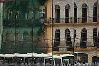 Reflexo de antigos casarões nas vidraças da Estação das Docas<br /> <br /> O município de Belém,  capital do estado do Pará, outrora denominada Santa Maria de Belém do Grão Pará, foi fundada em 12 de janeiro de 1616 pelo capitão Francisco Caldeira Castelo Branco. De acordo com estimativa do censo 2010 do IBGE a cidade  tem hoje  cerca de 1.402.056 habitantes,    distribuídos entre seu núcleo urbano e suas 39 ilhas.  A região Metropolitana de Belém  conta com mais de 2,3 milhões de habitantes, e tem hoje a maior população metropolitana da Amazônia sendo uma das cidades mais antigas da região.  Situada entre a baia do Guajará e o rio Guamá Latitude:01° 23'.6 Sul Longitude: 048° 29'.5 Oeste. <br /> Belém, Pará, Brasil<br /> Foto Paulo Santos<br /> 11//01/2012