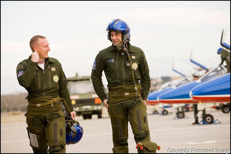 -2008- Salon de Provence- Patrouille de France, retour du vol du Capitaine Eric Gerrer et du capitaine Antoine Monhee.