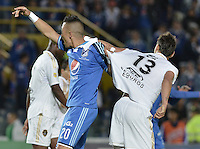 BOGOTÁ -COLOMBIA, 27-09-2014. Fernando Uribe (Izq) jugador de Millonarios forcejea con Martin Galain (Der) jugador de Fortaleza FC durante partido por la fecha 12 de la Liga Postobón II 2014 jugado en el estadio Nemesio Camacho el Campín de la ciudad de Bogotá./ Fernando Uribe (L) player of Millonarios tussle with Martin Galain (R) player of  Fortaleza FC during the match for the 12th date of the Postobon League II 2014 played at Nemesio Camacho El Campin stadium in Bogotá city. Photo: VizzorImage/ Gabriel Aponte / Staff