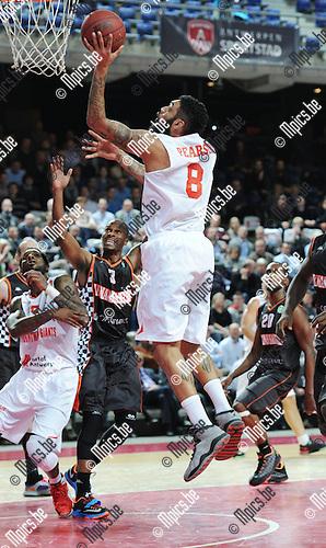 2014-12-02 / Basketbal / seizoen 2014-2015 / Antwer Giants - Le Mans / Ryan Pearson scoort voor de Giants<br /><br />Foto: mpics.be