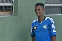 SAO PAULO, 05 DE JUNHO DE 2013 - TREINO PALMEIRAS - O jogador Juninho  durante treino do Palmeiras no CT da Barra Funda, na tarde desta quarta feira, 05, região oeste da capital. (FOTO: ALEXANDRE MOREIRA / BRAZIL PHOTO PRESS)