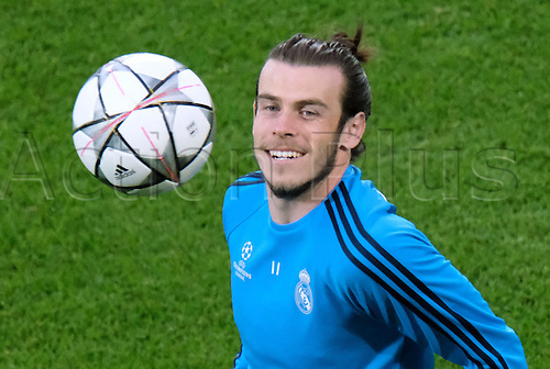 05.04.2016. Wolfsburg, Germany.  Real Madrid's Gareth Bale attends a training session at the Volkswagen Arena in Wolfsburg, Germany, 05 April 2016. Real Madrid will face VfL Wolfsburg in a UEFA Champions League quarter final soccer match to be held on 06 April.