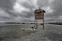 Ostia, Roma 27 Ottobre, 2017. Spazzatura abbandonatoa sulla spiaggia di Ostia. Abandoned rubish at Ostia beach.