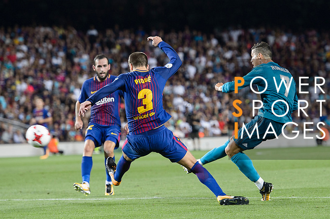 Cristiano Ronaldo of Real Madrid (R) attempts a kick for scores his goal during the Supercopa de Espana Final 1st Leg match between FC Barcelona and Real Madrid at Camp Nou on August 13, 2017 in Barcelona, Spain. Photo by Marcio Rodrigo Machado / Power Sport Images