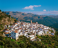 Spanien, Andalusien, Provinz Málaga, Algatocin: weisses Dorf am Fusse der Sierra Bermeja | Spain, Andalusia, Province Málaga, Algatocin: pueblo blanco at Sierra Bermeja mountains
