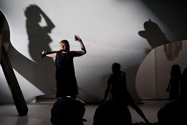 Generalprobe der Stueckes Stabat Mater im Thikwa-Theater am 3.4.2012. Der Regisseur und Choreograf Alessio Trevisani inszeniert STABAT MATER<br /> mit behinderten und nichtbehinderten Kuenstlerinnen und Kuenstlern am Thikaw-Theater in Berlin.<br /> 3.4.2012, Berlin<br /> Copyright: Christian-Ditsch.de<br /> [Inhaltsveraendernde Manipulation des Fotos nur nach ausdruecklicher Genehmigung des Fotografen. Vereinbarungen ueber Abtretung von Persoenlichkeitsrechten/Model Release der abgebildeten Person/Personen liegen nicht vor. NO MODEL RELEASE! Nur fuer Redaktionelle Zwecke. Don't publish without copyright Christian-Ditsch.de, Veroeffentlichung nur mit Fotografennennung, sowie gegen Honorar, MwSt. und Beleg. Konto: I N G - D i B a, IBAN DE58500105175400192269, BIC INGDDEFFXXX, Kontakt: post@christian-ditsch.de<br /> Bei der Bearbeitung der Dateiinformationen darf die Urheberkennzeichnung in den EXIF- und  IPTC-Daten nicht entfernt werden, diese sind in digitalen Medien nach &sect;95c UrhG rechtlich geschuetzt. Der Urhebervermerk wird gemaess &sect;13 UrhG verlangt.]
