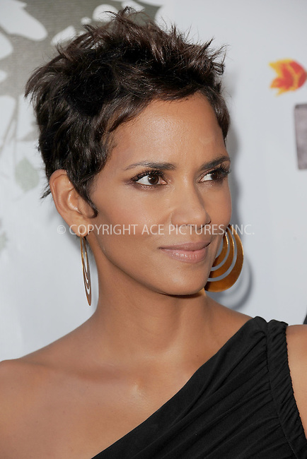 WWW.ACEPIXS.COM . . . . . .May 25, 2011...New York City...Halle Berry attends the 2011 FiFi Awards at The Tent at Lincoln Center on May 25, 2011 in New York City.....Please byline: KRISTIN CALLAHAN - ACEPIXS.COM.. . . . . . ..Ace Pictures, Inc: ..tel: (212) 243 8787 or (646) 769 0430..e-mail: info@acepixs.com..web: http://www.acepixs.com .