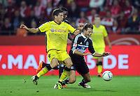 Fussball 1. Bundesliga :  Saison   2011/2012   Liga Total Cup  20.07.2011 Borussia Dortmund - Hamburger SV Robert Lewandowski (li, Borussia Dortmund)gegen Dennis Diekmeier (re, Hamburger SV)