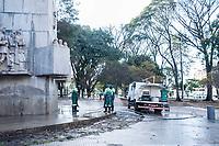 SÃO PAULO,SP, 22.06.2017 - CRACOLANDIA-SP - Funcionários da prefeitura realizam limpeza da Praça Princesa Isabel no centro da capital paulista onde usuários de drogas e traficantes, ocupavam até o final desta madrugada, onde voltaram a ocupar a antiga região da cracolândia na rua helvétia.  nesta quinta-feira, 22: (Foto: Rogério Gomes/Brazil Photo Press)