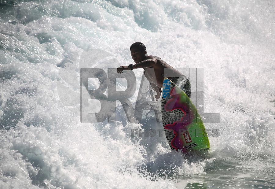 RIO DE JANEIRO, 29.06.2013 - CLIMA TEMPO / RIO DE JANEIRO - Movimentação na Praia de Ipanema na cidade do Rio de Janeiro, neste sábado, 29. (Foto: William Volcov / Brazil Photo Press).