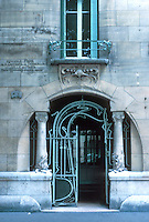 Hector Guimard: Castel Beranger, 14-16 Rue La Fontaine, Paris 1894-98. Entrance.  Photo '90.