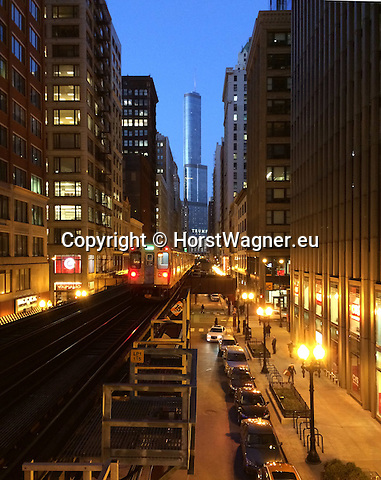"""Chicago, Illinois, United States of America / USA; December 27, 2016 -- Wabash Avenue with viaduct for Chicago """"L"""" (short for """"elevated""""), the rapid transit system; Trump Tower in the back -- Photo: © HorstWagner.eu"""
