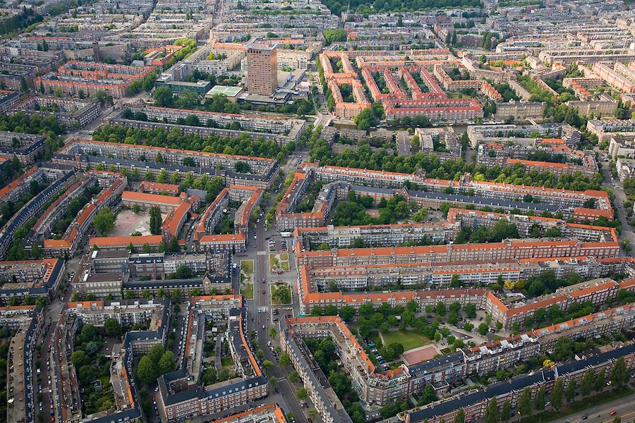 Nederland, Amsterdam, Zuid, 17-06-2008; overzicht Rivierenbuurt met in het midden en naar boven toe - in noordelijke richting - de Maasstraat; boven het midden en van links naar rechts - met bomen - de Churchillaan; het bovenste deel van de foto is de 'Nieuwe Pijp' met aan de Ferdinand Bolstraat het Okura hotel;..luchtfoto (toeslag); aerial photo (additional fee required); .foto Siebe Swart / photo Siebe Swart