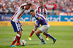 Atletico de Madrid´s Gimenez (L) and Espanyol´s Garcia during 2014-15 La Liga Atletico de Madrid V Espanyol match at Vicente Calderon stadium in Madrid, Spain. October 19, 2014. (ALTERPHOTOS/Victor Blanco)
