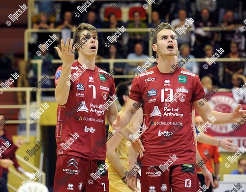 2014-10-29 / Volleybal / seizoen 2014-2015 / Topvolley Antwerpen - Asse-Lennik / Tom Van Walle (l.) en Sander Depovere<br /><br />Foto: mpics.be