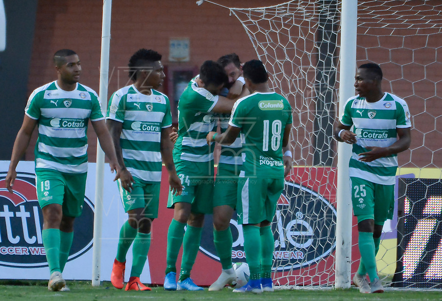 CUCUTA - COLOMBIA, 24-08-2019: Jugadores de Equidad celebran el autogol de Jhonathan Agudelo del Cúcuta durante partido por la fecha 8 entre Cúcuta Deportivo y La Equidad como parte de la Liga Águila II 2019 jugado en el estadio General Santander de la ciudad de Cúcuta. / Players of Equidad celebrate the selfgoal of Jhonathan Agudelo of Cucuta during match for the date 18 between Cucuta Deportivo and La Equidad as a part of Aguila League II 2019 played at General Santander stadium in Cucuta city. Photo: VizzorImage / Edgar Cusguen / Cont