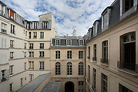 Reamenagement en logements sociaux de l'hotel Dodun, 21 rue de Richelieu, 75001 Paris par SEURA Architectes Urbanistes. Ancien hotel particulier du debut du 18eme siecle appartenant a Charles Gaspard Dodun et construit par l'architecte Jean-Baptiste Bullet de Chamblain. Photo Manuel Cohen.Renovation of hotel Dodun, 21 rue de Richelieu, 75001 Paris by SEURA Architectes Urbanistes into social housing. Prior hotel particulier (mansion), hotel Dodun was built at the beginning of 18th century by Jean-Baptiste Bullet de Chamblain and belonged to Charles Gaspard Dodun. Picture by Manuel Cohen