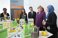 Berlin, Bundeskanzlerin Angela Merkel (CDU, 2.v.r.) am Mittwoch (24.04.13) in Bundeskanzleramt in Berlin anlaesslich Girls Day (Maedchen-Zukunftstag).