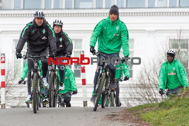 20.03.2016, Osterdeich, Bremen, GER, 1.FBL, Training Werder Bremen<br /> <br /> im Bild<br /> Florian Kohfeldt (Werder Co Trainer), J&ouml;rn / Joern Heineke (Athletiktrainer Werder Bremen) , Clemens Fritz (Bremen #8), Papy Djilobodji (Bremen #3) bei Radtour nach dem Spiel, <br /> <br /> Foto &copy; nordphoto / Ewert