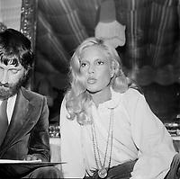 Johnny Halliday<br /> et Sylvie Vartan, en tournee au Quebec, les 14-15-16 mars 1969<br /> <br /> PHOTO : Agence Quebec Presse - Roland Lachance