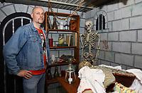 """Oliver Engel legt letzte Handgriffe im Labor des """"Verlies der Geister"""" an - Schneppenhausen 29.10.2018: """"Verlies der Geister"""" zu Halloween in Schneppenhausen"""