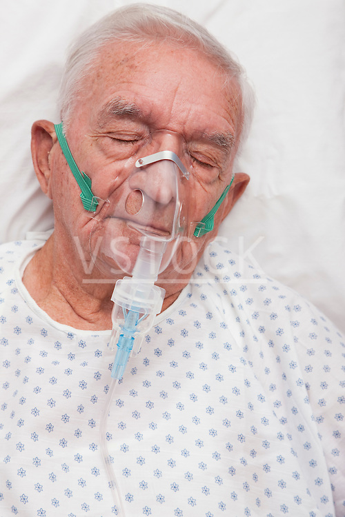 USA, Illinois, Metamora, Senior man with oxygen mask sleeping in hospital bed