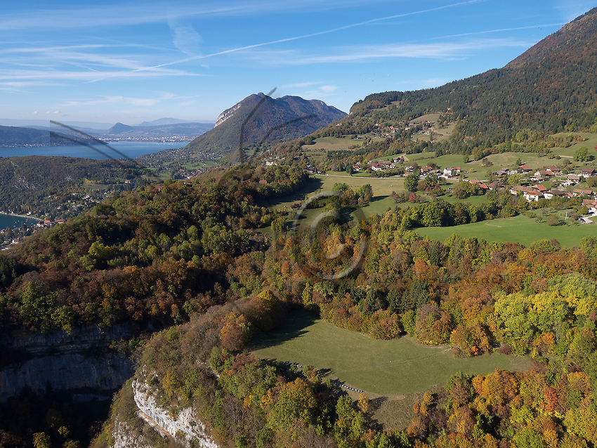 Aerial view in autumn of an apiary near the Forclaz Pass near Annecy. Vue aérienne en automne d'un rucher près du col de la Forcaz près d'Annecy.
