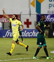 FLORIDABLANCA - COLOMBIA - 22 - 05 - 2016: Mauro Guevgeozian, jugador de Atletico Bucaramanga, celebra el gol anotado al La Equidad, durante partido entre Atletico Bucaramanga y La Equidad, por la fecha 19 de la Liga Aguila I-2016, jugado en el estadio Alvaro Gomez Hurtado de la ciudad de Floridablanca. / Mauro Guevgeozian, player of Atletico Bucaramanga, celebrates a scored goal to La Equidad, during a match between Atletico Bucaramanga and La Equidad, for the date 19 of the Liga Aguila I-2016 at the Alvaro Gomez Hurtado Stadium in Floridablanca city Photo: VizzorImage  / Duncan Bustamante / Cont.