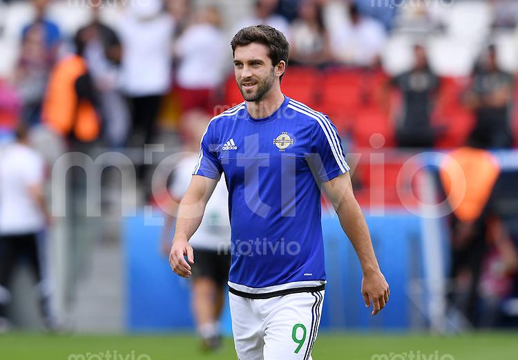 FUSSBALL EURO 2016 GRUPPE C in Paris Nordirland - Deutschland     21.06.2016 Will Grigg (Nordirland) beim Aufwaermen