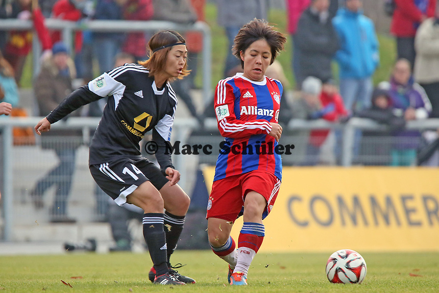 Kozue Ando (FFC) gegen Mana Iwabuchi (Bayern) - 1. FFC Frankfurt vs. FC Bayern Muenchen, Stadion am Brentanobad