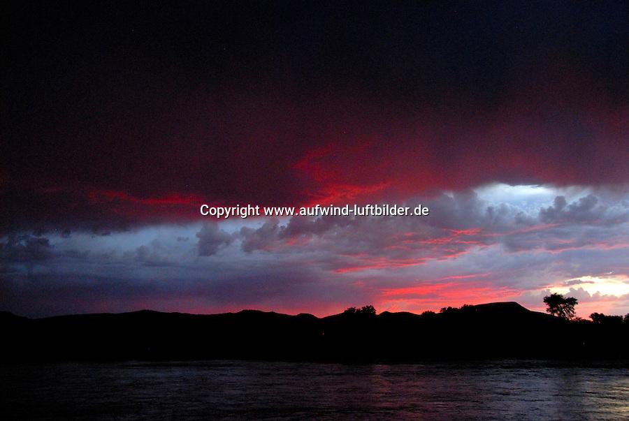 4415 / Orange River: AFRIKA, SUEDAFRIKA, 11.01.2007: Orange River , Oranje, Gariep, Sonnenuntergang