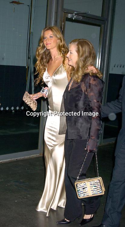 7912 Gisele Bundchen and her mom.jpg | Robin Platzer/Twin ... Gisele Bundchen