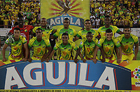 NEIVA - COLOMBIA, 28-10-2018: Jugadores del Huila posan para una foto previo al partido entre Atlético Huila y Envigado F.C. por la fecha 17 de la Liga Águila II 2018 jugado en el estadio Guillermo Plazas Alcid de la ciudad de Neiva. / Players of Huila pose to a photo prior the match between Atletico Huila and Envigado F.C. for the date 17 of the Aguila League II 2018 played at Guillermo Plazas Alcid in Neiva city. VizzorImage / Sergio Reyes / Cont