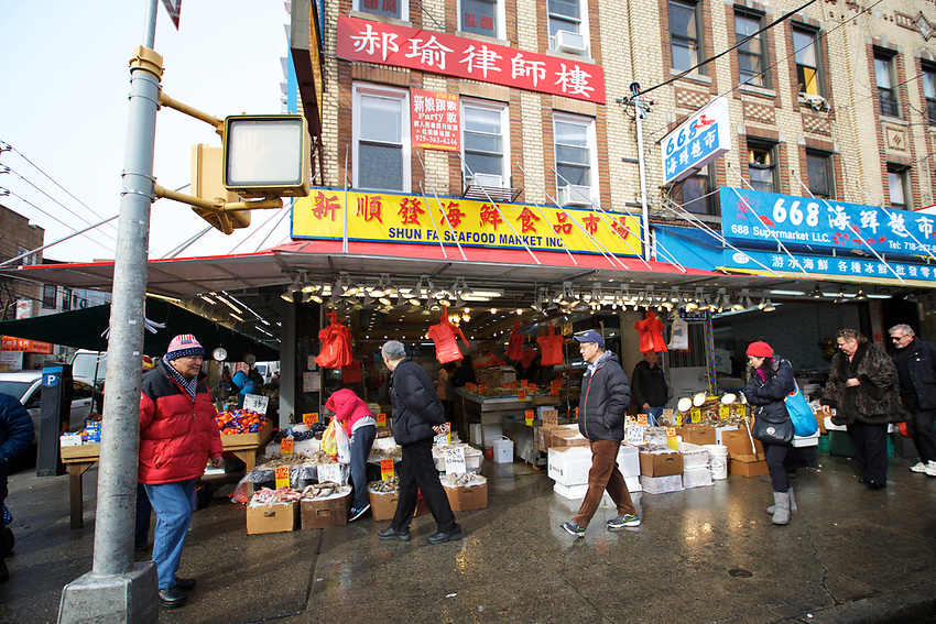 BROOKLYN, NY - JANUARY 15, 2016:  Shoppers at one of the many fishmongers along 8th Avenue in Sunset Park. Over the last few decades, this strip has become one of New York's busiest Chinatowns. <br /> LOCATION: 8th Avenue between 57th and 58th Streets.<br /> CREDIT: Clay Williams for the New York Times.<br /> <br /> &copy; Clay Williams / claywilliamsphoto.com