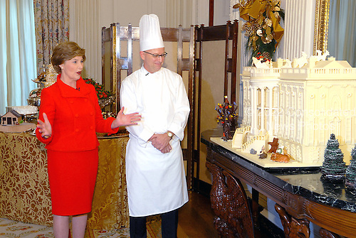 Washington, DC - November 29, 2007 -- First lady Laura Bush, left and White House pastry chef Bill Yosses, right show the traditional Gingerbread House during the preview the 2007 White House Christmas Decorations on the State Floor of the White House in Washington, D.C. on Thursday, November 29, 2007..Credit: Ron Sachs / CNP