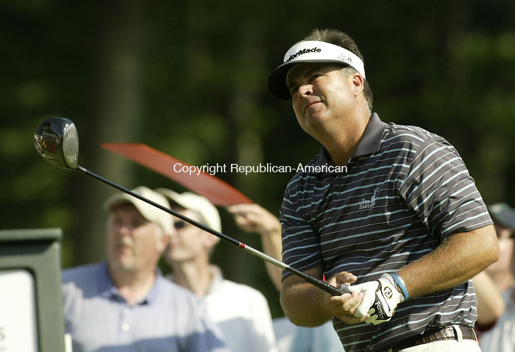CROMWELL, CT, 06/21/08- 062108BZ16- Kenny Perry watches his tee shot on 18 during the third round of the Travelers Championship at TPC River Highlands in Cromwell Saturday.<br /> Jamison C. Bazinet Republican-American