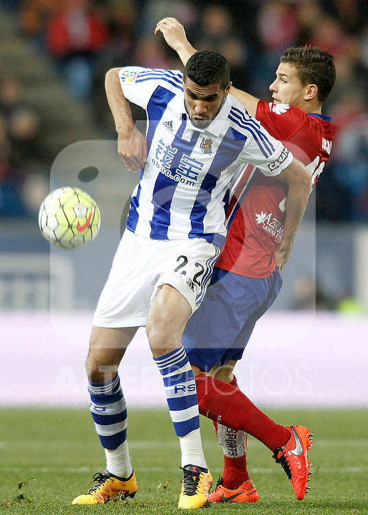 Atletico de Madrid's Lucas Hernandez (r) and Real Sociedad's Jonathas de Jesus during La Liga match. March 1,2016. (ALTERPHOTOS/Acero)