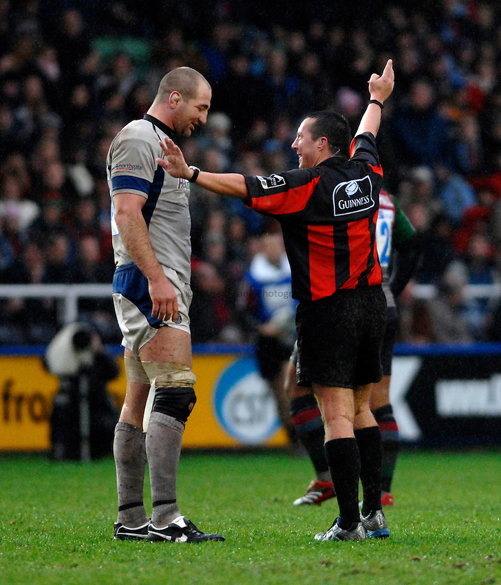 Photo: Richard Lane..NEC Harlequins v Bath Rugby. Guinness Premiership. 06/01/2007. .Bath's Steve Borthwick is talked to by referee, Dave Pearson.