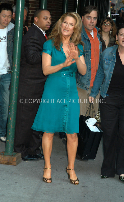 WWW.ACEPIXS.COM . . . . . ....NEW YORK, APRIL 14, 2005....Ana Gasteyer arrives for an appearance on The Late Show with David Letterman.....Please byline: KRISTIN CALLAHAN - ACE PICTURES.. . . . . . ..Ace Pictures, Inc:  ..Craig Ashby (212) 243-8787..e-mail: picturedesk@acepixs.com..web: http://www.acepixs.com