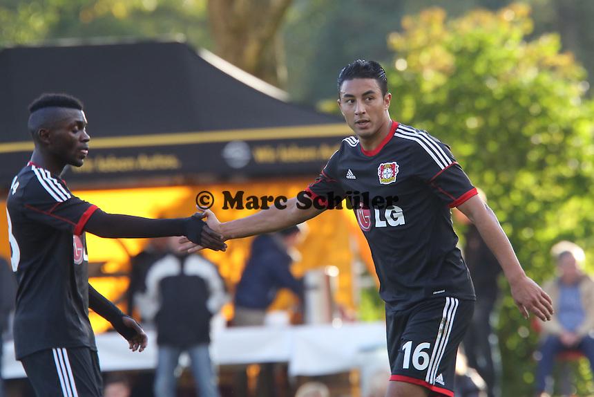 Torjubel um Aziz Bouhaddouz (Bayer) beim 1:0