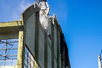 Porto Alegre (RS), 03/08/2019 - Demolição / Ginásio Brigada Militar - Obras de demolição do ginásio da Brigada Militar bloqueia faixas de circulação da rua Silva Só, no trecho entre a avenida Ipiranga e a rua Felipe de Oliveira, em Porto Alegre na manha deste sábado 03. (Foto: Naian Meneghetti/ Brazil Photo Press)