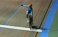 CALI - COLOMBIA - 26-02-2014: Kelly Druyts de Belgica gana medalla de oro durante final de la prueba de Damas Scratch  en el Velodromo Alcides Nieto Patiño, sede del Campeonato Mundial UCI de Ciclismo Pista 2014. / Kelly Druyts of Belgium wins the gold medal during final of the test of the women´s Scratch in Alcides Nieto Patiño Velodrome, home of the 2014 UCI Track Cycling World Championships. Photos: VizzorImage / Luis Ramirez / Staff.