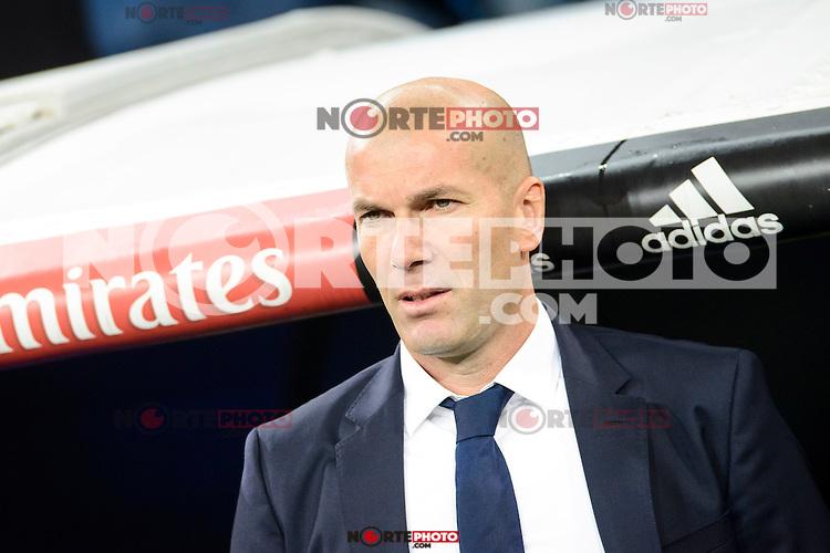 Real Madrid coach Zinedine Zidane during La Liga match between Real Madrid and Deportivo de la Coruña at Santiago Bernabeu Stadium in Madrid, Spain. December 10, 2016. (ALTERPHOTOS/BorjaB.Hojas) /NORTEPHOTO.COM