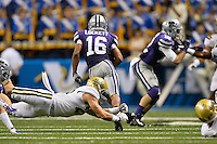 Kansas State wide receiver Tyler Lockett (16) rushes past a diving UCLA defender during Alamo Bowl, Friday, January 02, 2015 in San Antonio, Tex. UCLA leads Kansas State 31-6 at the halftime. (Mo Khursheed/TFV Media via AP Images)