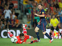 FUSSBALL  INTERNATIONAL  PRIMERA DIVISION  SAISON 2011/2012   23.08.2012 El Clasico  Super Cup 2012 FC Barcelona - Real Madrid  Lionel Messi (re, Barca) gegen Torwart Iker Casillas (Real Madrid)