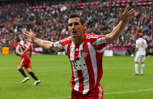 25.09.2010 Mainz stayed on course to break the record for consecutive wins at the start of a Bundesliga season by defeating defending champions Bayern Munich at the Allianz Arena. Picture shows Miroslav Klose.