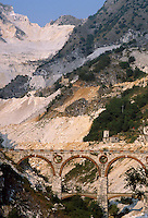 - Carrara, bridges of Vara, ancient run of the railroad that served the marble quarries....- Carrara, ponti di Vara, antico percorso della ferrovia che serviva le cave di marmo