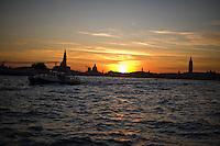 Tramonto e sky line di Venezia