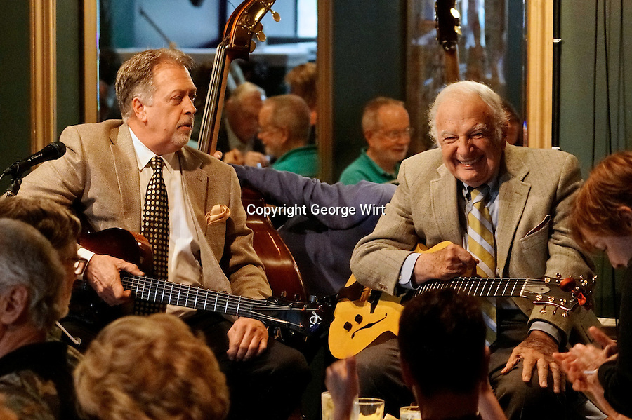 Legendary guitarists Bucky Pizzarelli returned to Shanghai Jazz in May 2016 with Ed Laub and Martin Pizzarelli.