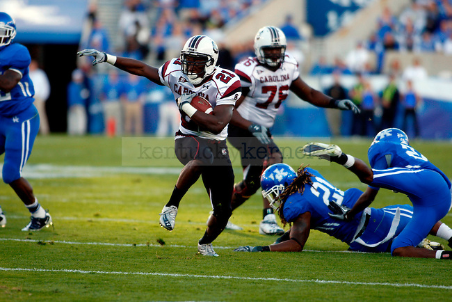 DeVonte Holloman runs the ball  in the first half of UK's 31-28 win over  South Carolina football on Saturday, Oct. 16, 2010. Photo by Britney McIntosh | Staff